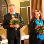 Blumen zum Dank und die Herzen der Zuhörer gewonnen.